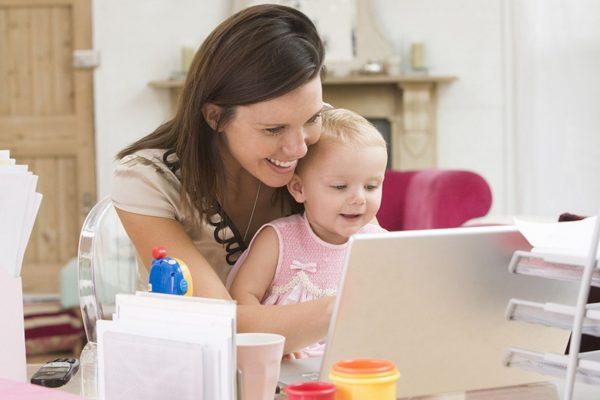Kinder und Beruf zu vereinbaren ist für viele Mamas eine Herausforderung.