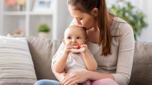 Ein Beißring kann deinem Baby das Zahnen erleichtern.
