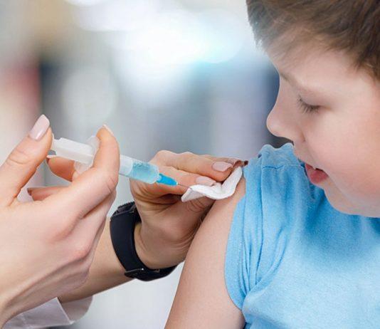 Über die Sinnhaftigkeit von Corona-Impfungen für Kinder herrscht Uneinigkeit.