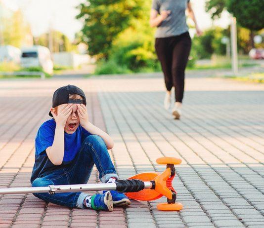 Dyspraxie: Steckt hinter der Tollpatschigkeit deines Kindes mehr?