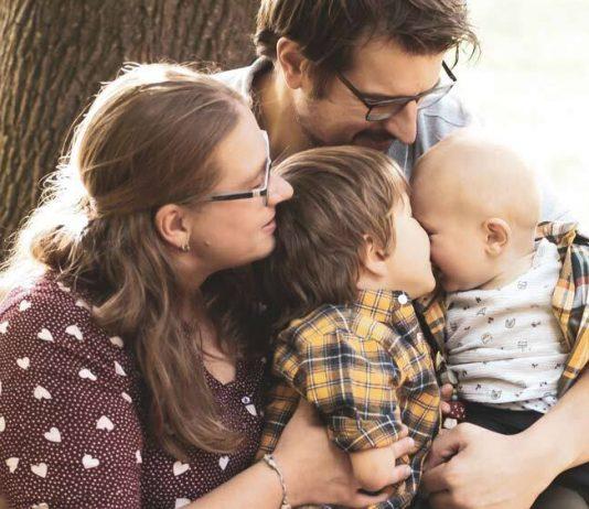 Diese Vier halten zusammen – Mama Rebecca aus unserer Community mit ihrer wundervollen Familie.