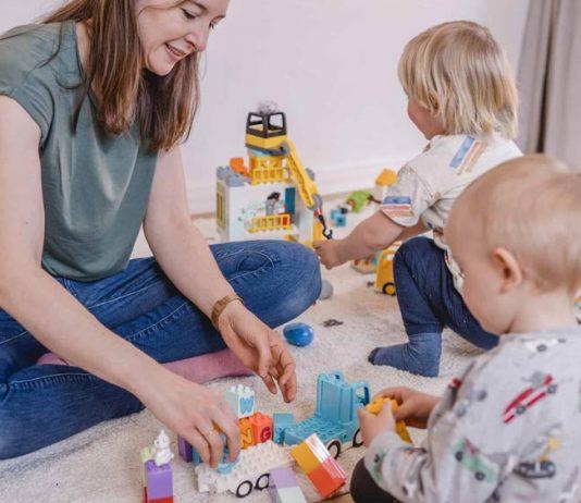 Mama muss nicht immer mitspielen – so lernt dein Kind, sich selbst zu beschäftigen.