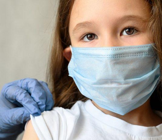 Der Kinderarzt will seine kleinen Patienten besonders vor den Mutanten des Virus schützen.