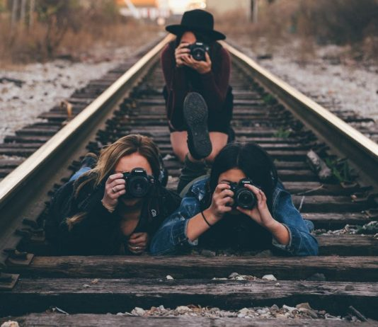 Immer wieder bringen sich Menschen für ein Foto auf den Gleisen in Lebensgefahr.