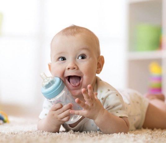 Als Durstlöscher ist Früchtetee für dein Baby nur bedingt zu empfehlen.