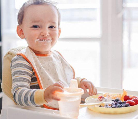 Zum Naschen sind Heidelbeeren für dein Baby ab sechs Monaten erlaubt.