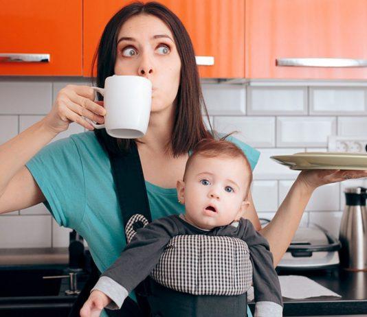 Abwasch, Baby, Tag planen und schnell noch ein Kaffee – Multitasking macht uns auf Dauer fertig.