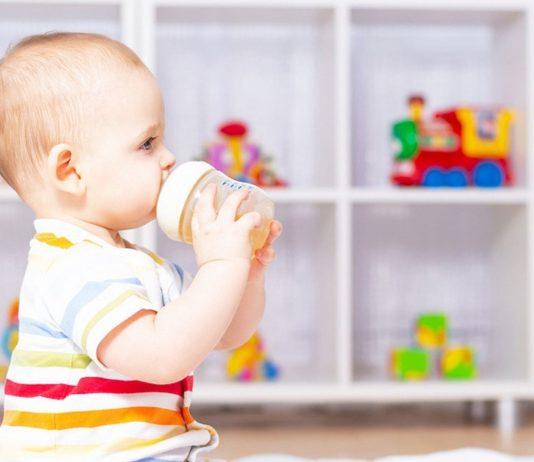 Aufgrund des enthaltenen Menthols wird Pfefferminztee für Babys nicht empfohlen.
