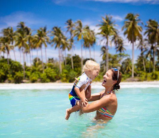 Nützliche Tipps für die Reise mit deinem Baby. Foto: Bigstock