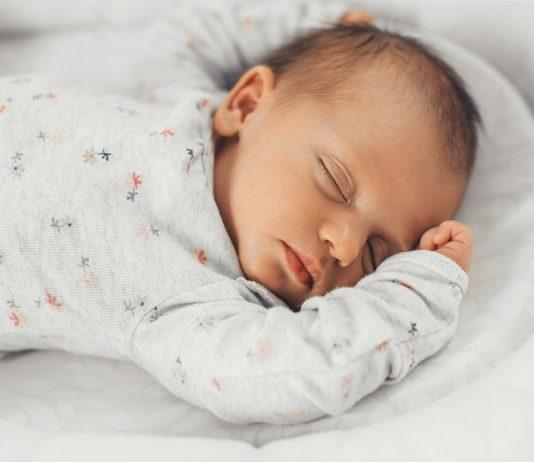Um eingeständig einschlafen zu können, brauchen Babys Begleitung.