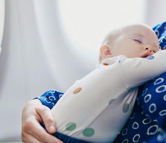 Eine Mama kam wegen voller Windeln ihres Kindes auf eine Flugverbotsliste