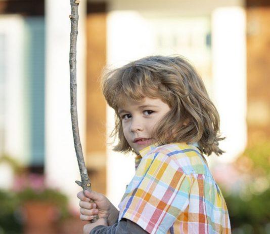 Kinder, die ihre Aggressionen nicht kontrollieren können, schrecken andere ab.