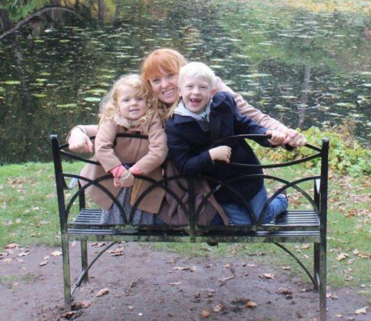 Daisy Upton genießt die Zeit mit ihren Kindern Florence und Ewan.