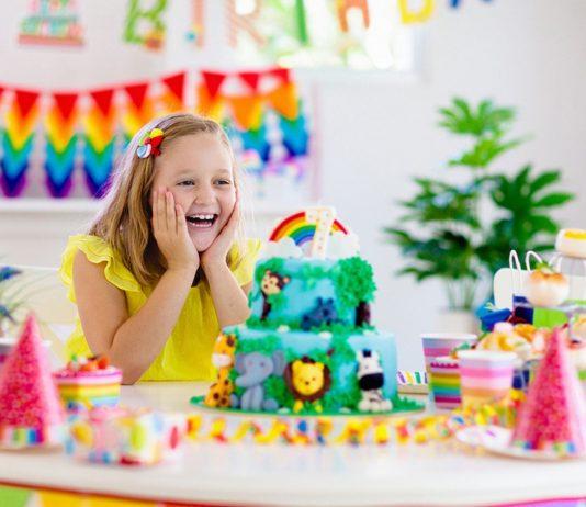 Besonders zum Geburtstag werden viele Kinder mit Geschenken überschüttet.