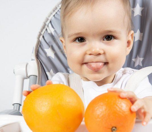Ab dem 7. Lebensmonat darf dein Baby Orange essen - theoretisch.