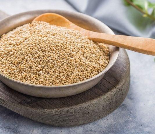 Erst mit zwölf Monaten solltest du Quinoa deinem Baby anbieten.
