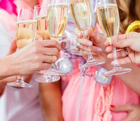 Alkoholfreier Sekt ist in der Schwangerschaft gelegentlich erlaubt.