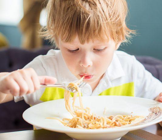 Dein Kind will immer nur das Gleiche essen? Nicht so schlimm, irgendwann wird auch mal etwas anderes seinen Appetit wecken.