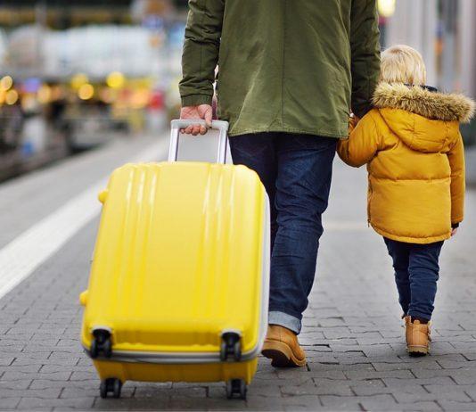 Ein Vater, der mit seinem Sohn im Zug unterwegs war, musste sich vor der Polizei rechtfertigen
